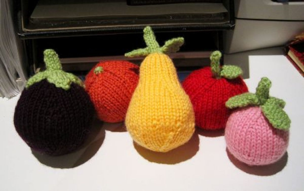 Knitting Patterns For Vegetables And Fruit : Knits and Bits   Queenie Chan